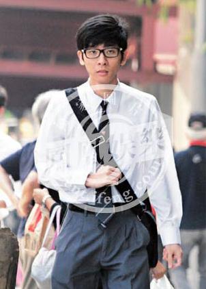 Chan Tu Dan lan dau cong khai anh ben con trai voi vo cu