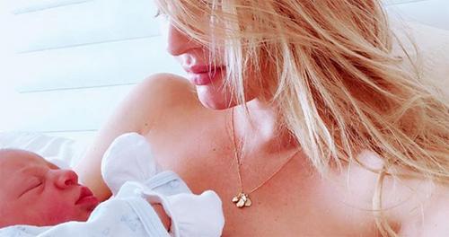 Thien thàn Candice Swanepoel sinh con thú hai tại nhà