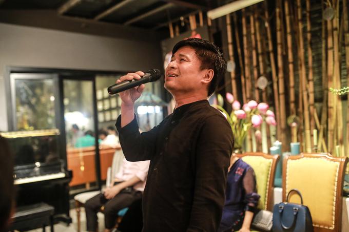 Gia dinh va ban be hat mung sinh nhat Thanh Lam