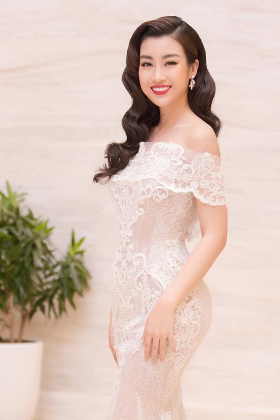 Đỗ Mỹ Linh, Hà Kiều Anh hở vai trên thảm đỏ Hoa hậu Việt Nam