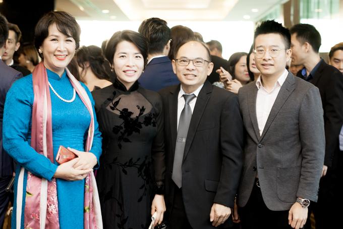 Chong Duong Thuy Linh sang Singapore co vu vo thi nhan sac