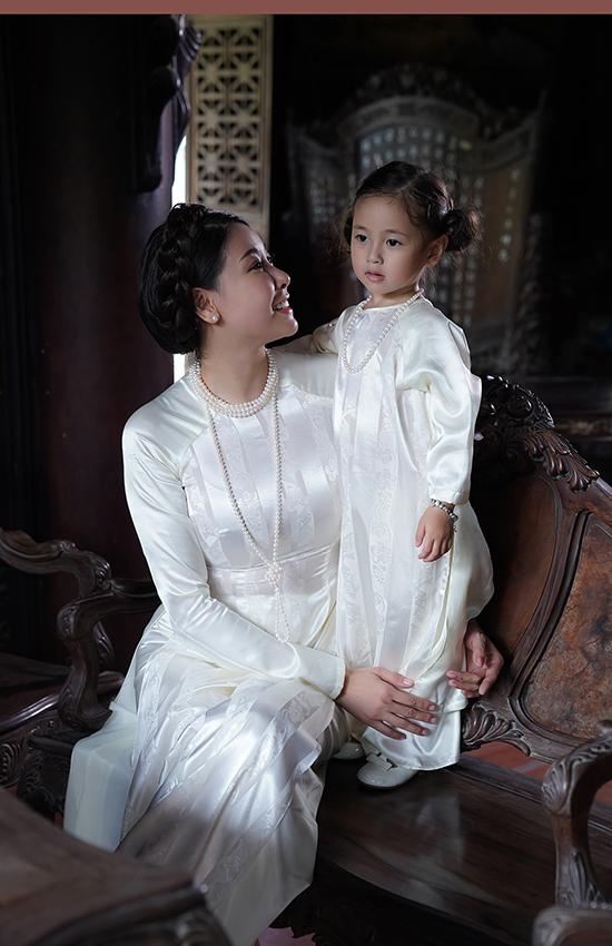 Con gái gần ba tuổi của Hà Kiều Anh