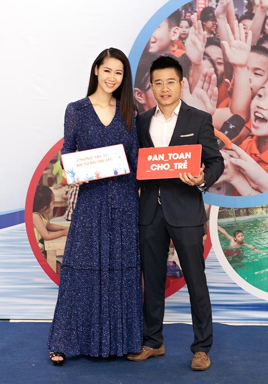 Duong Thuy Linh ve nuoc sau khi dang quang Mrs.Worldwide