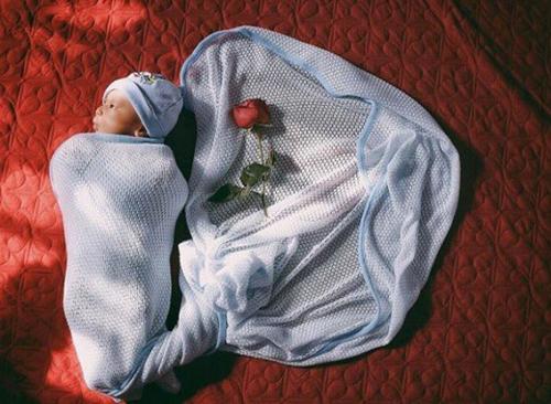 Nguyễn Hợp chia sẻ khoảnh khắc đáng yêu của con trai trên trang cá nhân.