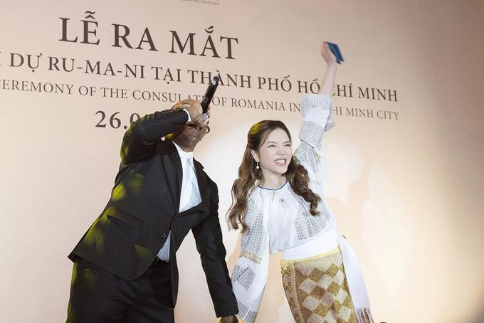 Sao Việt mừng Lý Nhã Kỳ thành Lãnh sự danh dự Romania