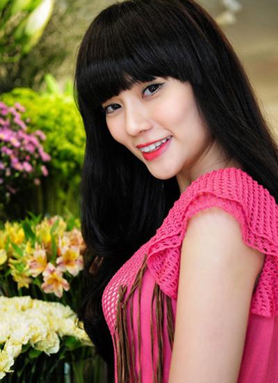 Năm 2013, khi ra mắt album Đến khi nào quên , nhan sắc Thu Thủy bắt đầu thay đổi bằng cách trang điểm. Cô tạo khối cho gương mặt sắc sảo hơn bằng cách tán phấn, vẽ mắt đậm hơn.