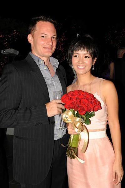 Tình yêu 8 năm của Hồng Nhung và chồng Mỹ trước ly hôn