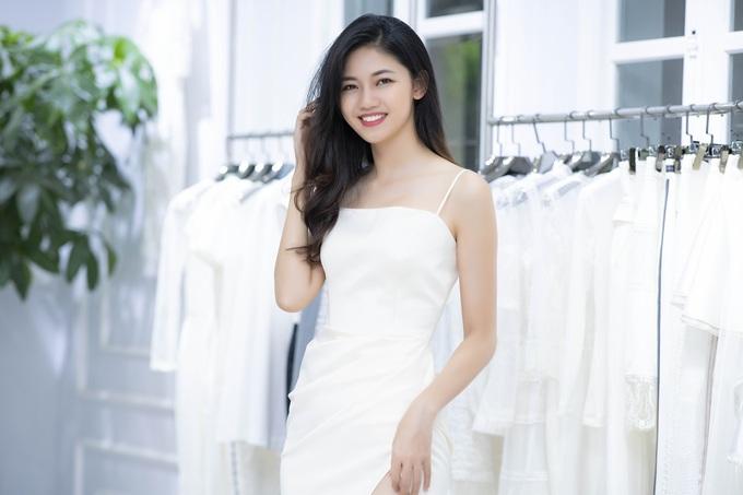 Dàn hoa hậu, á hậu chọn váy đi xem show Hà Duy
