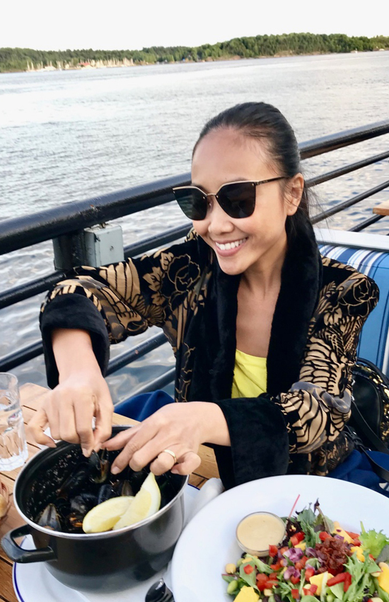 Doan Trang cung chong du lich chau Au