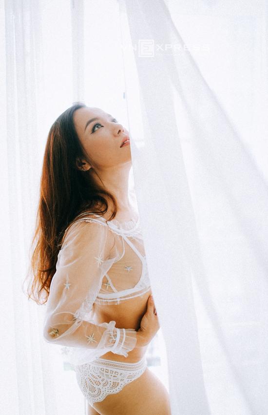 Lý Thanh Thảo mặc nội y chụp ảnh cưới