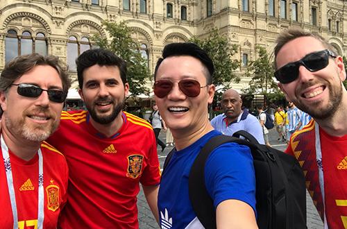 Hoang Bach sang Nga xem World Cup 2018