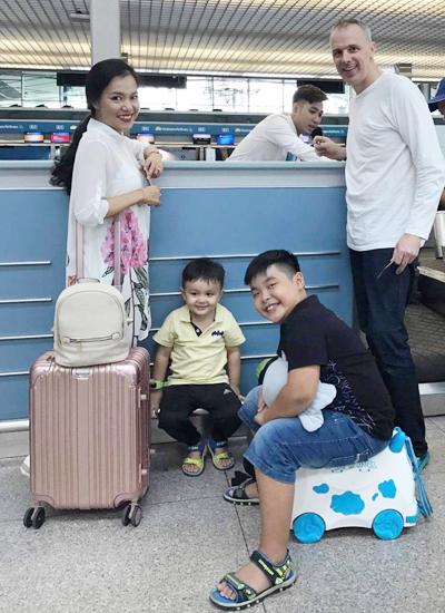 Vo chong Ly Thanh Thao sang Ha Lan lam le cuoi