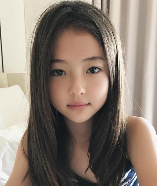 Vẻ đẹp lai của bé 10 tuổi đình đám làng mốt thế giới