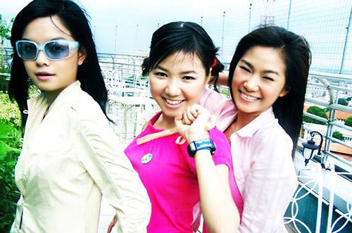 Năm 2004, cô gia nhập nhóm H.A.T cùng Lương Bích Hữu và Thu Thủy do ông bầu Quang Huy quản lý. H.A.T nhanh chóng trở thành nhóm nhạc được đông đảo khán giả trẻ yêu thích với hàng loạt hit: Sắc màu tình yêu, Yêu làm chi, Taxi.