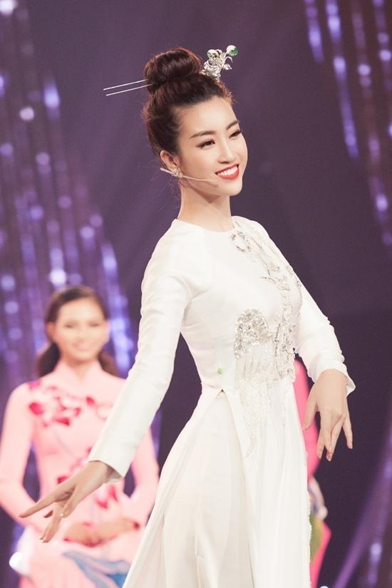 Tran Thanh khuyen thi sinh hoa hau tu tin nhu Do My Linh