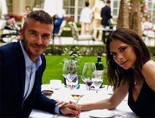 Vo chong Victoria Beckham kỷ niẹm 19 nam ngày cuói