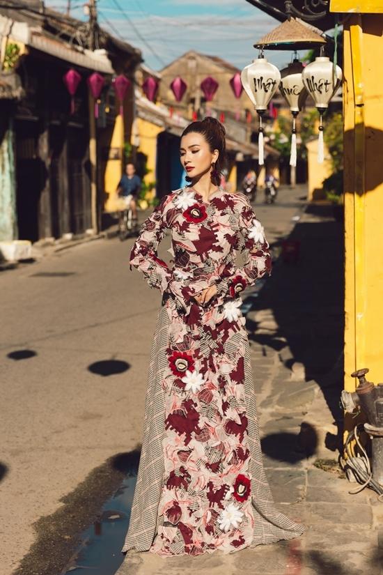Kim Tuyến dạo phố Hội An