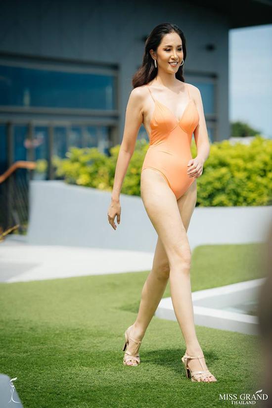 Thi sinh Hoa hau Hoa binh Thai Lan trinh dien ao tam