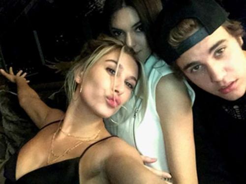 Duòng tình của Justin Bieber và Nguòi phụ nũ sexy nhát hành tinh
