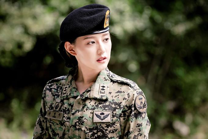 hau-due-mat-troi-ban-viet-Kim-Ji-won-1531191015_680x0.jpg