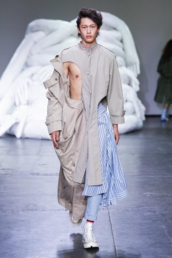 Áo khoét ngực dành cho đàn ông ở sàn diễn New York