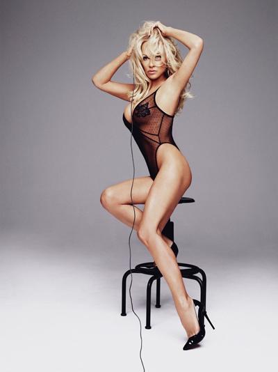 Năm 1989, Pamela Anderson nhận lời làm mẫu cho tạp chí Playboy và trở thành gương mặt ấn tượng nhất tháng.