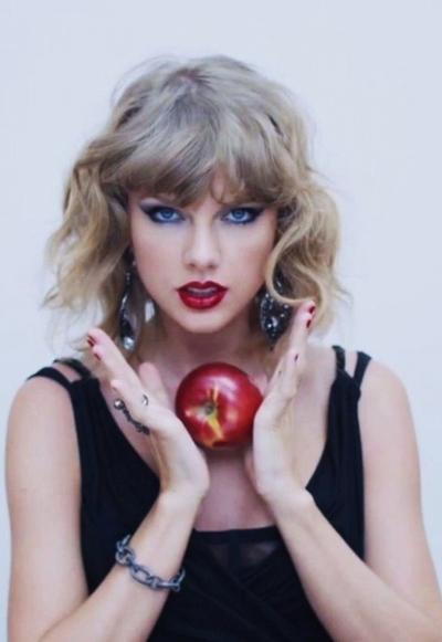 Taylor Swift - nũ ca sĩ giàu có bạc nhát làng nhạc