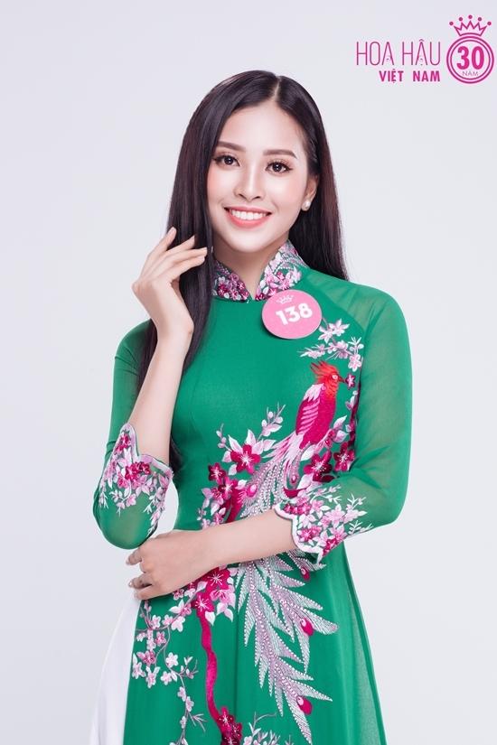 Thi sinh Hoa hau Viet Nam dien ao dai da sac
