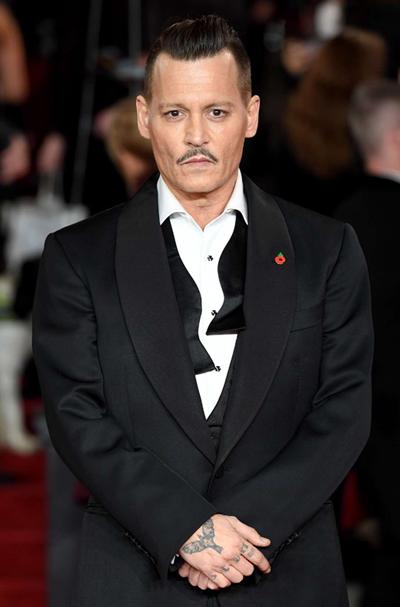 Johnny Depp dàn xép vụ kiẹn 25 triẹu USD vói cong ty quản lý