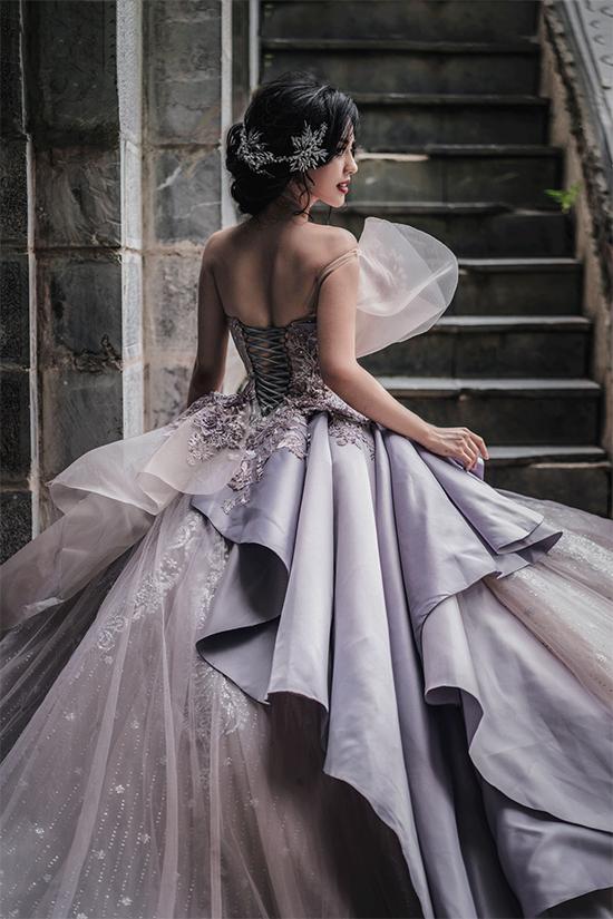 Học trò Minh Tú gợi ý các kiểu diện váy cưới corset