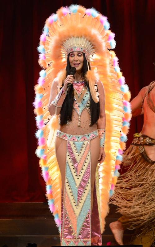 Nhan sac tuỏi ngoai 70 cua danh ca Cher