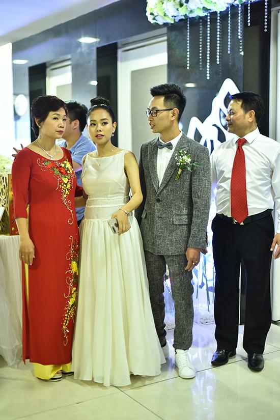 Hoang Quyen hat hit My Tam tang chong trong le cuoi