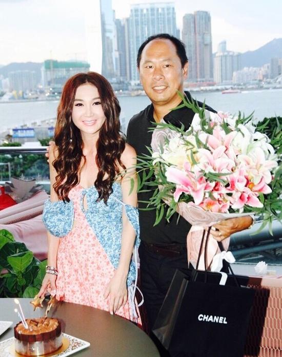 Chong dai gia mung sinh nhat tuoi 52 cua On Bich Ha