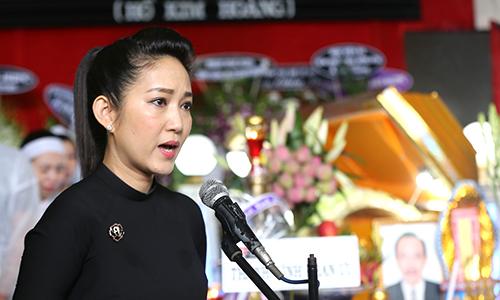 Nghệ sĩ Thanh Thúy đọc điếu văn ở tang lễ của cố nghệ sĩ Thanh Hoàng.