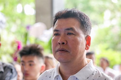 Nghệ sĩ Hữu Nghĩa từng là đàn em của Thanh Hoàng ở trường Sân khấu Điện ảnh 2 (nay là đại học Sân khấu Điện ảnh TP HCM).