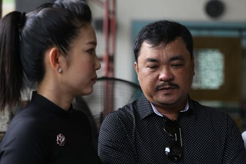 Đạo diễn Phương Điền (phải) bên NSƯT Thanh Thúy, người đọc điếu văn trong tang lễ/