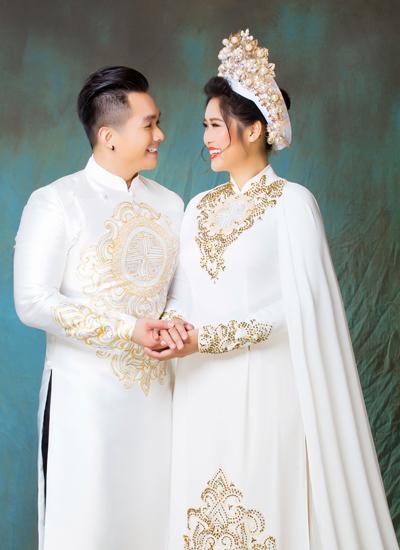 Con gai NSND Hong Van cung chong ve nuoc lam tiec bao hy