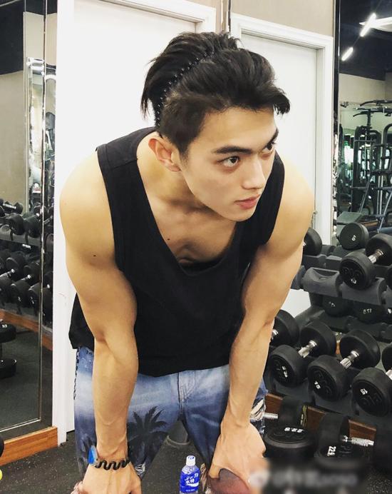 My nam 23 tuoi phim Dien Hy cong luoc khien fan ban loan