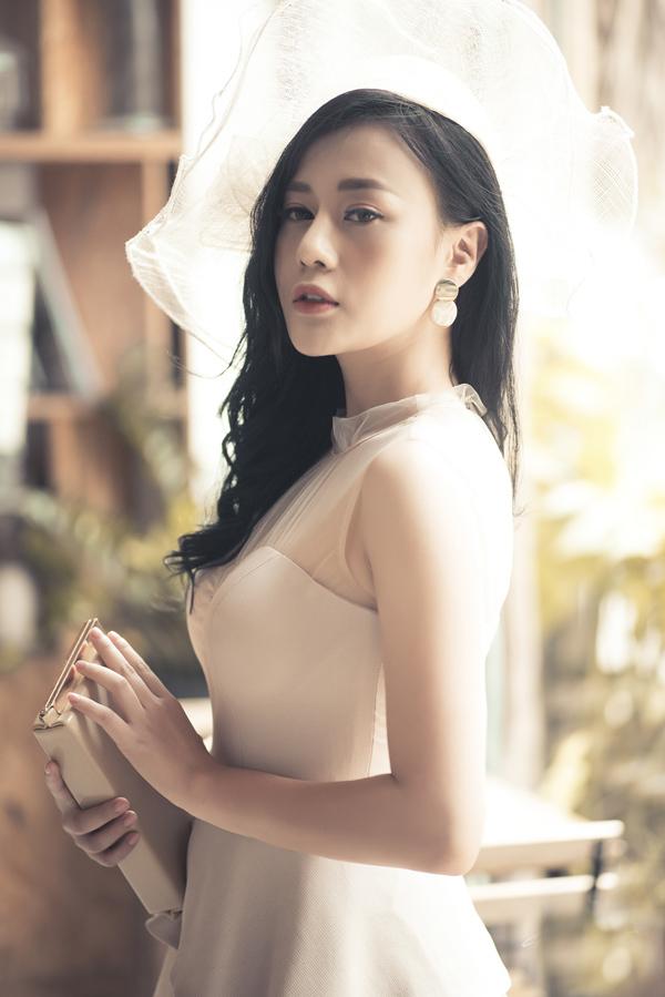 Gu mặc nữ tính của 'Quỳnh búp bê' Phương Oanh
