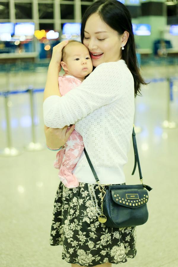 Lan Phuong dua con gai sang Anh tham gia dinh chong
