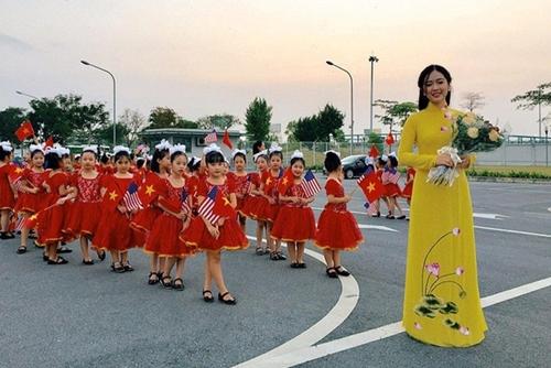 Cô gái Hà Nội học giỏi, biết bốn ngoại ngữ vẫn run khi thi hoa hậu