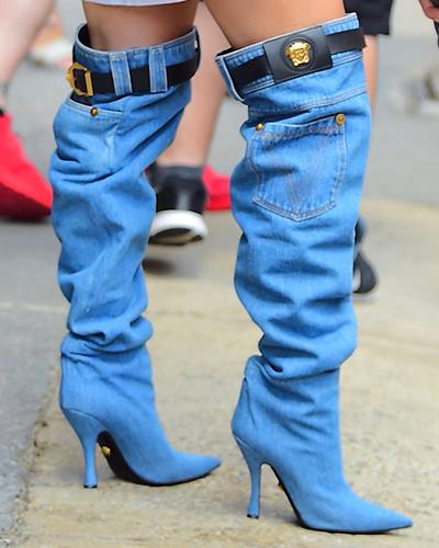 Thiết kế được ví von làhai chiếc quần jeans thu nhỏ.