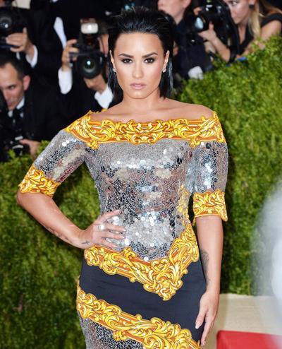 Demi Lovato quyet tam cai nghien sau bat tinh vi soc thuoc