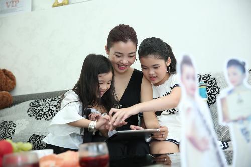 Hoa hau nhi chau A Thai Binh Duong 2018 Trang Anh duoc me theo sat