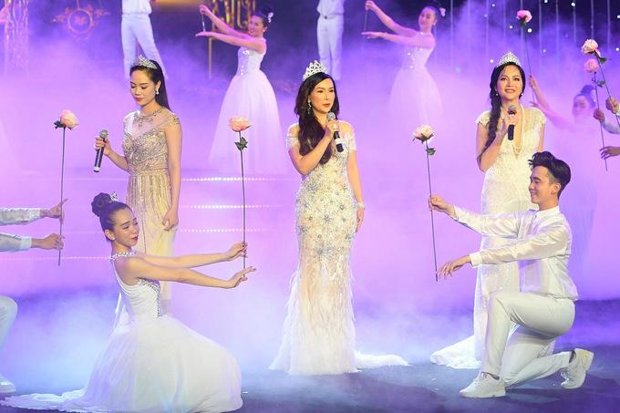 7 Hoa hau Viet Nam khoe giong hat tren san khau