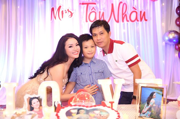 Tan Nhan don tuoi 36 ben chong con va ban be