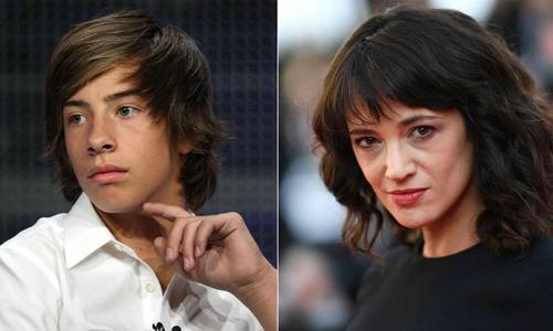 Asia Argento (phải) bị Jimmy Bennett kiện vì lạm dụng tình dục năm anh 17 tuổi. Ảnh: AFP.