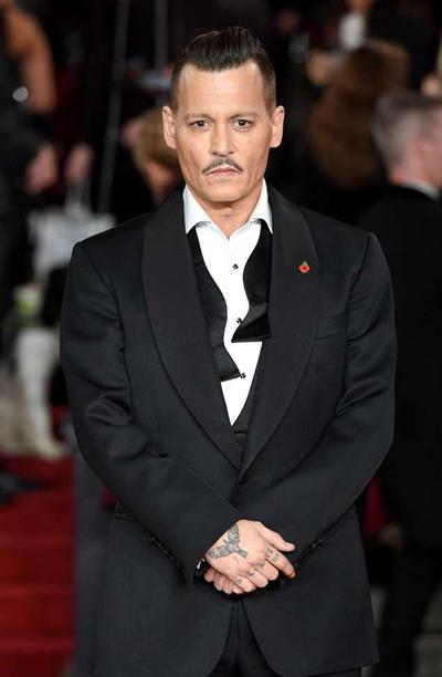 Johnny Depp phủ nhạn dánh thành vien doàn phim