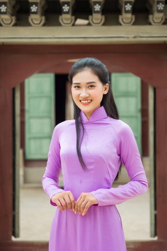 Thi sinh Hoa hau Sieu quoc gia Viet Nam dien ao dai o Han Quoc