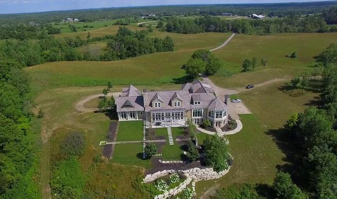 Justin Bieber mua nhà mói truóc khi cuói vọ